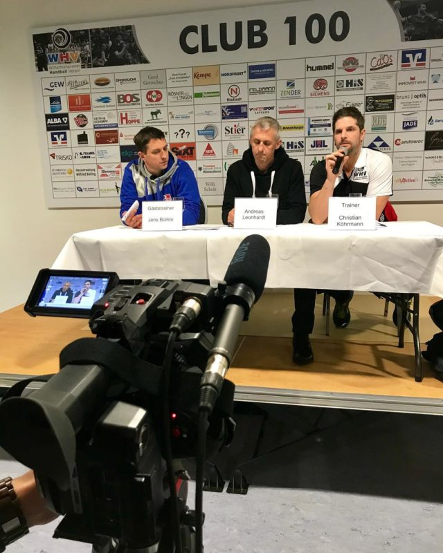 Heute mal wieder die Live-Übertragung für die 2. Liga des WHVs getätigt - anschließend das Trainergespräch aufgenommen 💪🏽 . . . . #wilhelmshaven #digitalagency #werbeagentur #filmemacher #movie #handball #livestream #mediaagency #varafy #camera #socialmediamarketing #socialmedia #videocontent