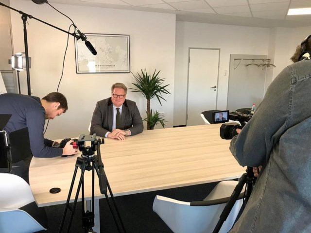 Interview mit dem AWV Präsidenten:Tom Nietiedt . . . . . . #wilhelmshaven #awv #filmemacher #socialmediamarketing #varafy #interview #filming #imagefilm #werbeagentur #digitalagency #socialmediamarketing #socialmedia #canon #panasonic #filmingday